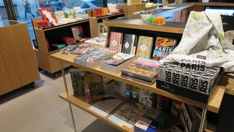 Boutique axée sur les produits de dessin au Drawing Hotel © N. Foulon
